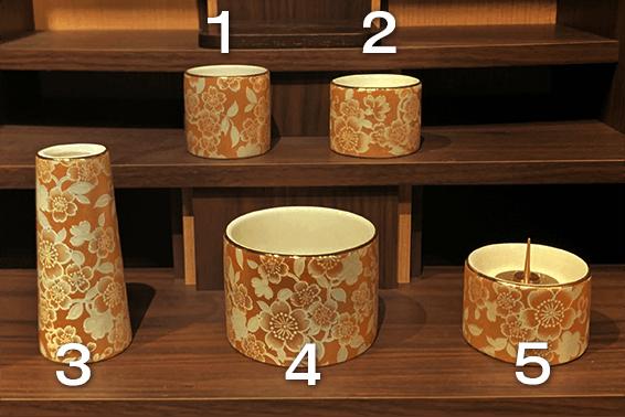 モダン仏壇ご購入の際には仏具の基本セットが付属されます