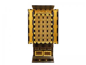 金具の豪華な名古屋仏壇です。