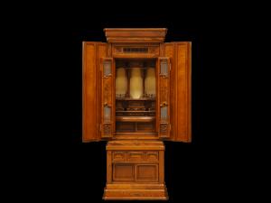 本欅材で製作した国産仏壇です。