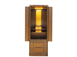 正座したときにご本尊の位置がちょうど目線の高さになるよう設計された国産仏壇です。