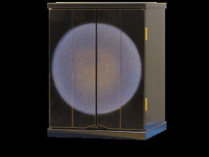 仏教で七宝のひとつとして珍重された濃青色の宝石をモチーフにした逸品です。