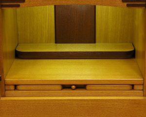 スッキリとしたデザインで、使い易い作りになっているお仏壇です。