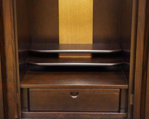 須弥壇(上段)取り外し可能で、大きめのご本尊や位牌もお祀りできます。