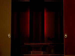 LEDライトの光が御本尊を荘厳に美しく引き立たせます。