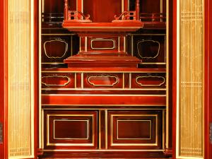 無垢材を使用している為,次世代まで修復して残せる創作仏壇です。