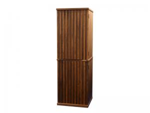 扉のスリットが、シックなデザインの中でモダンな印象を醸し出しています。