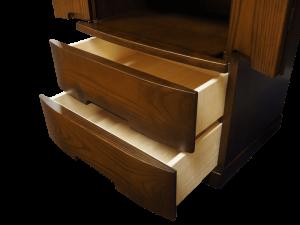 仏具やお供えを置くのに使える膳引き機能に線香や蝋燭等の収納に便利な引き出しが2杯付いています。